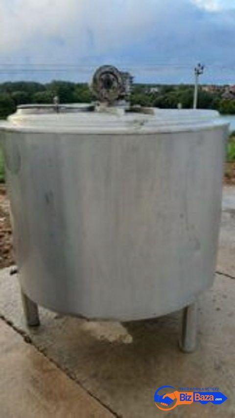 Продается  Емкость нержавеющая, объем — 1 куб.м.,